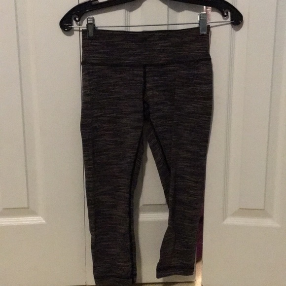 lululemon athletica Pants - Lululemon dark grey crop leggings sz 4 57597